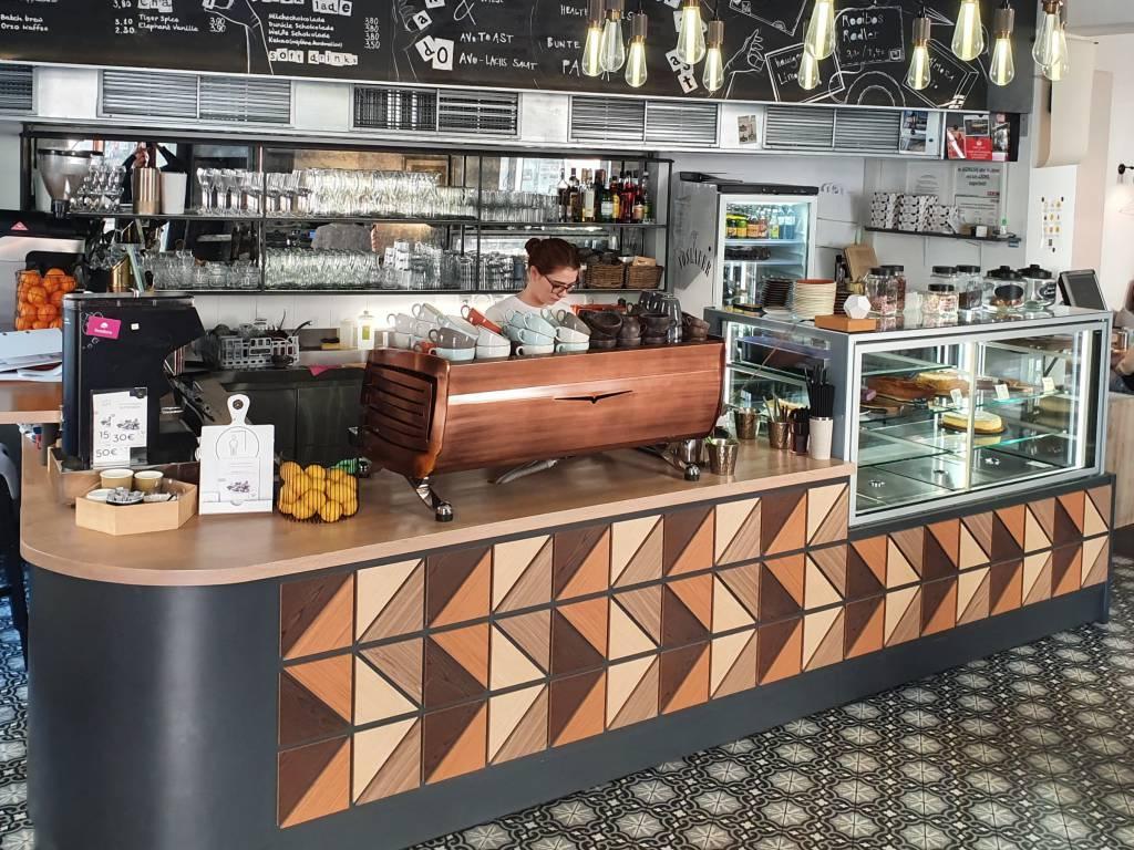 Cafe Telegraph Theke und Kaffeemaschine
