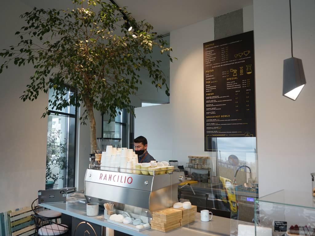 Cowome Coffeewalk Specialty Café Barista