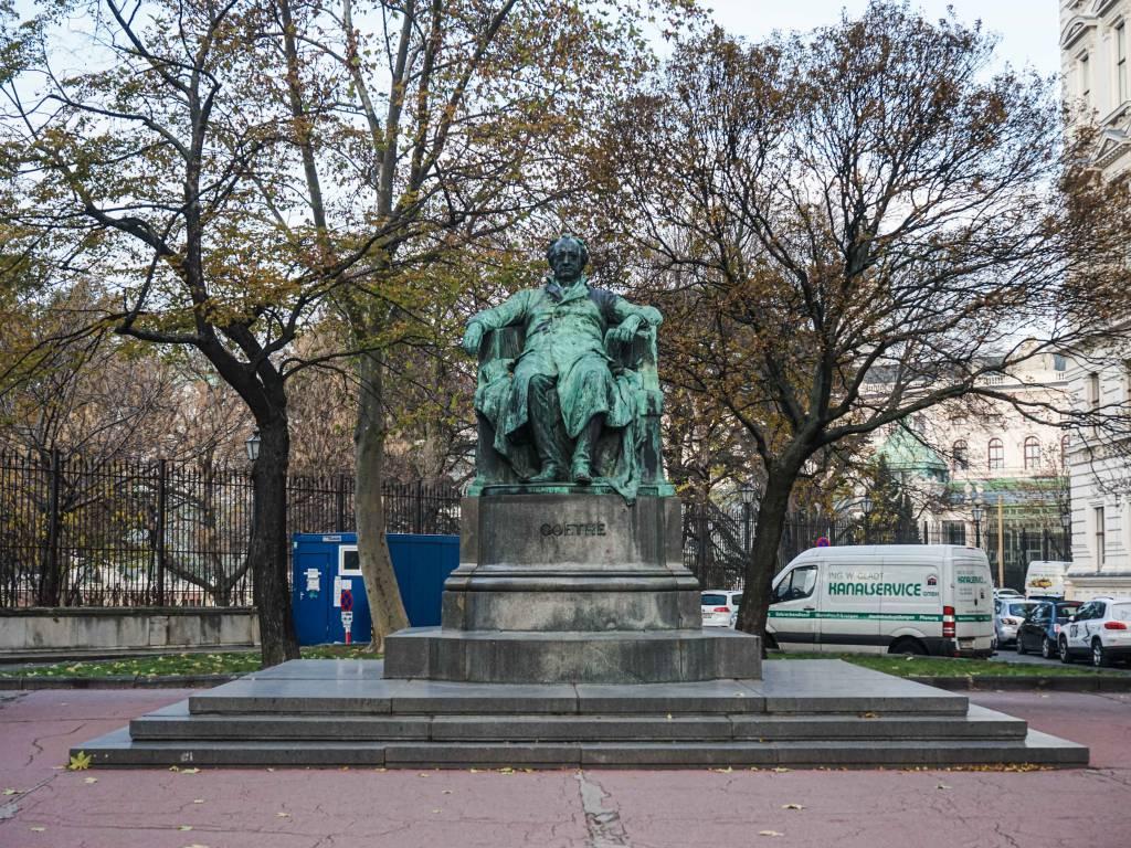 Goethedenkmal Coffeewalk Opernring