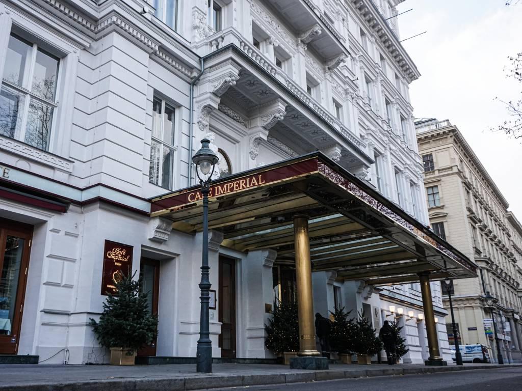 Hotel Imperial Coffeewalk Laterne Eingang Hotel