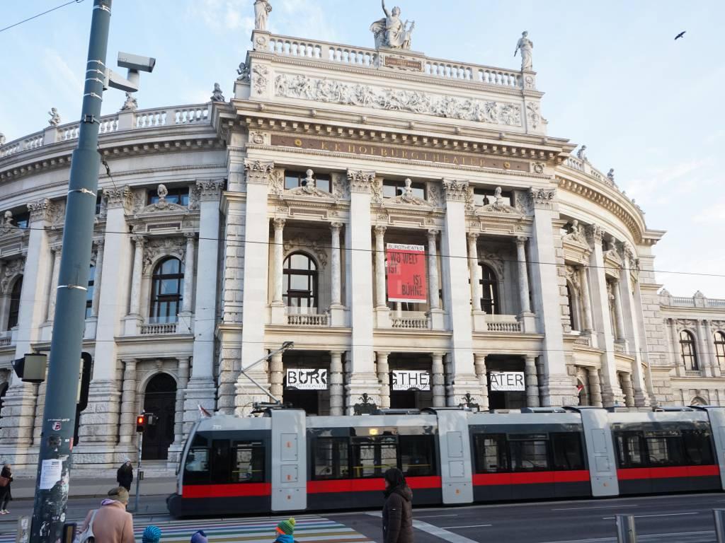 Burgtheater Coffeewalk Universitätsring